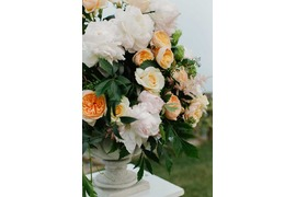 Flower decoration in white and orange for wedding ceremony in Ravello