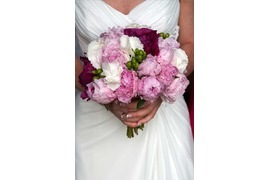 Bridal bouquet in pink, purple and white for wedding in Positano