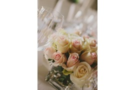 Pale pink roses for wedding table in Ravello