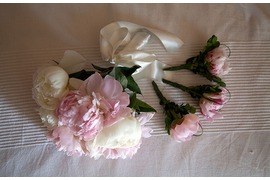 Bridal bouquet and boutonniers in white and pale pink