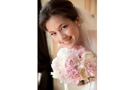 Bridal bouquet in white and pale pink