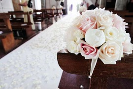 Aisle decoration in white and pale pink for Ravello wedding