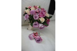 Bridal bouquet in different tones of pink