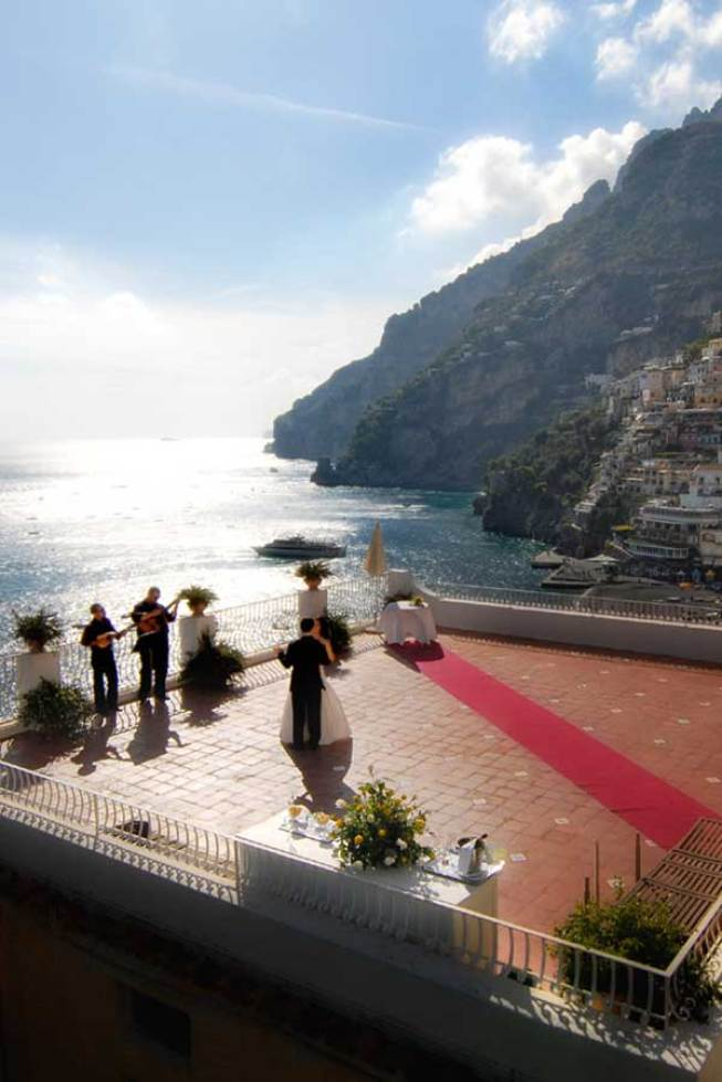 Protestant wedding with outdoor ceremony in Positano