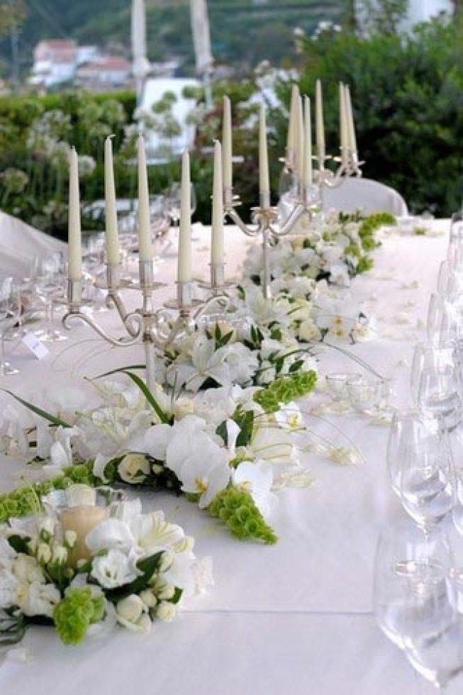 White and green floral decorations for wedding banquet in Ravello