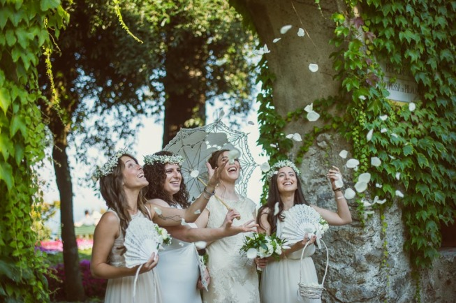 Bride and bridesmaids in Ravello