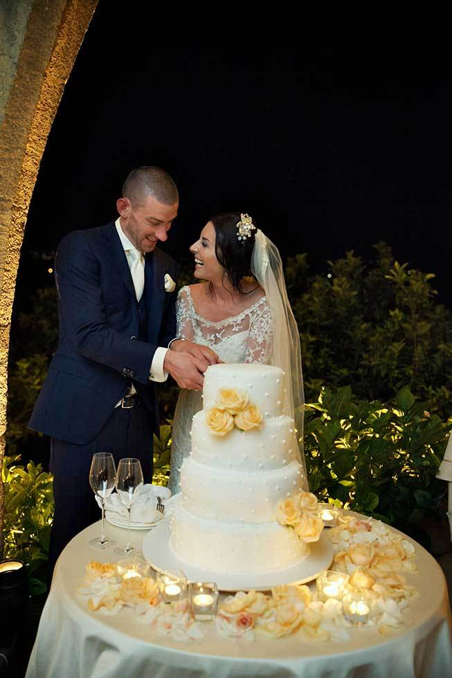 Cutting of the cake at Ravello wedding