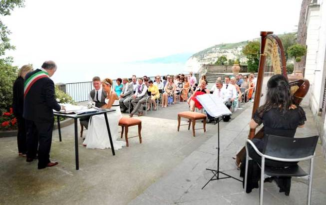 Outdoor civil wedding with seaview in Sorrento