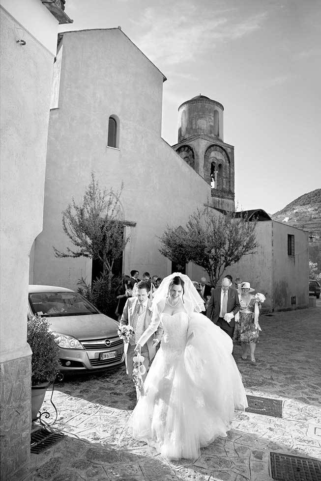Bride arriving at a catholic ceremony in Ravello