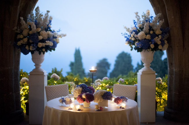 Decoration in pink, white and blue for the head table
