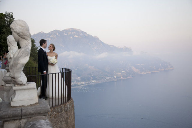 Bride and groom on the Terrace of Infinity in Ravello