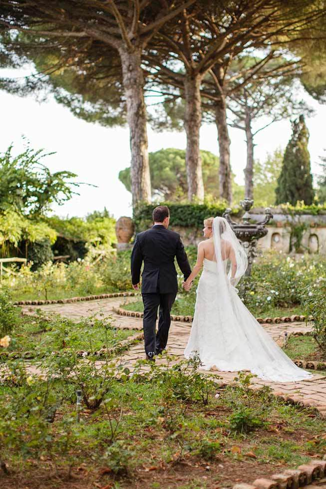 Bridal couple in the park of exclusive Villa in Ravello