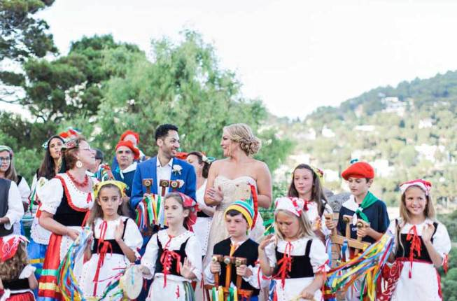 Folk dancers for Capri wedding