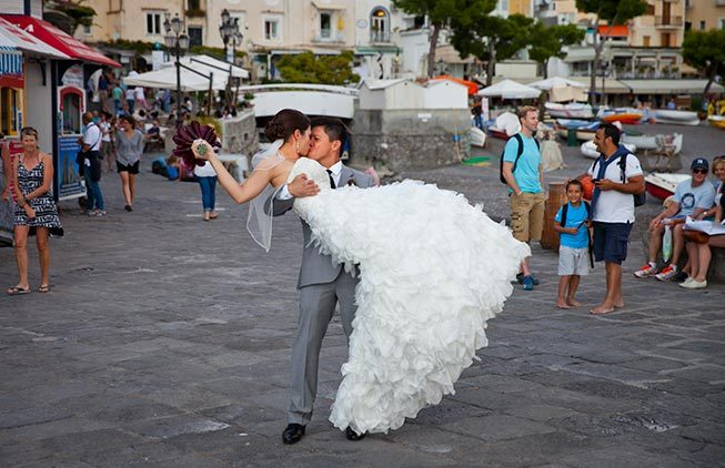 Bridal couple in the main square of Positano