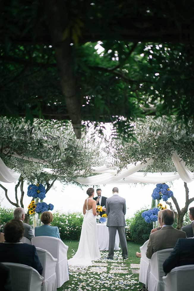 Outdoor symbolic wedding in Ravello