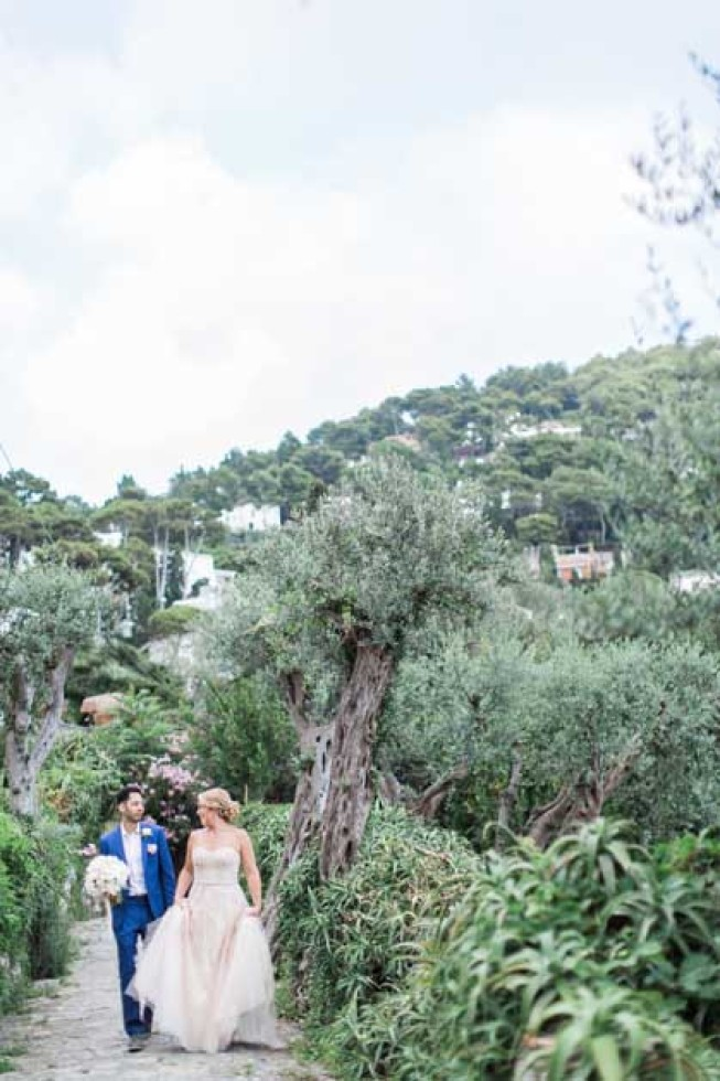 Bride and groom in Capri